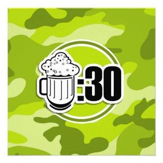 Cerveja engraçada 30 camo verde-claro convite