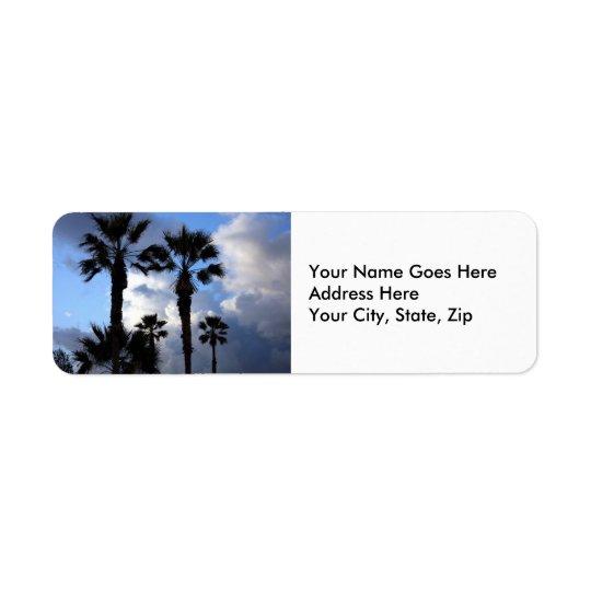Céu azul e palmeiras etiqueta endereço de retorno