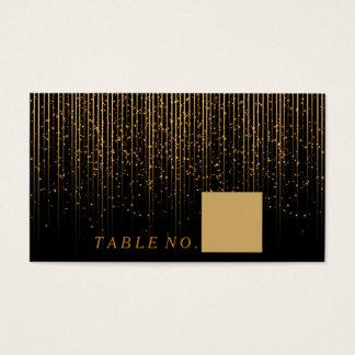 Chá claro dourado em cartões pretos do lugar