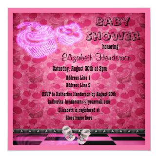 Chá de fraldas de néon cor-de-rosa dos cupcakes & convite quadrado 13.35 x 13.35cm