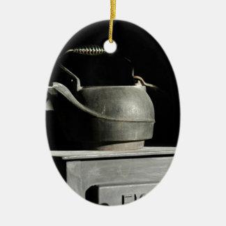 chaleira velha Zaz.JPG listado Ornamento De Cerâmica Oval