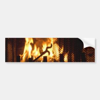 Chamas do fogo em uma lareira adesivo para carro