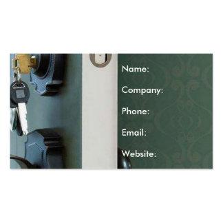 Chave em bens imobiliários de casa aberta da porta cartão de visita