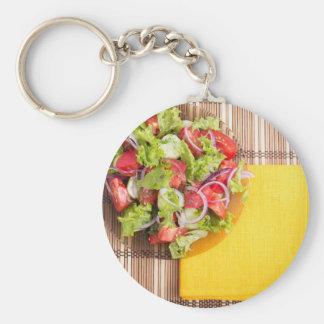 Chaveiro Placa transparente com salada fresca do verão em