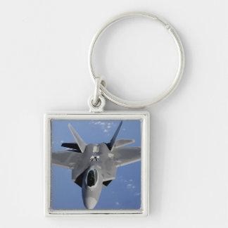 Chaveiro Um raptor F-22 move-se na posição para receber f 2
