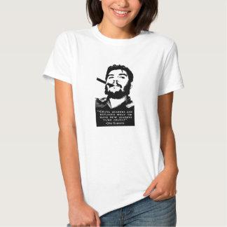 Che Guevara que fuma um charuto cubano nenhuma Tshirts