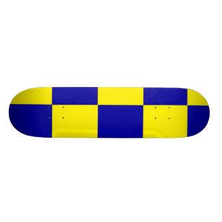 checherboard azul e amarelo skate