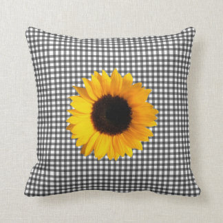 Checkered preto e branco & girassol travesseiro