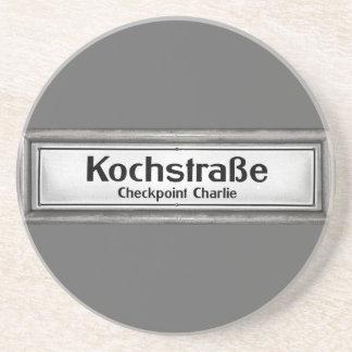 Checkpoint Charlie, Kochstrabe, preto e branco Porta Copos