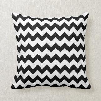 Chevron preto e branco travesseiros