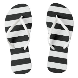 Chinelos listrados preto e branco