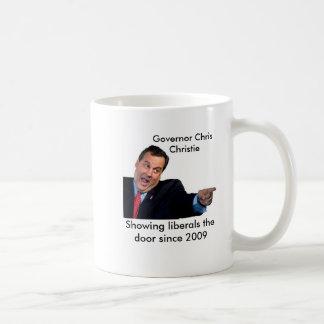 Christie que mostra a liberais a porta caneca de café