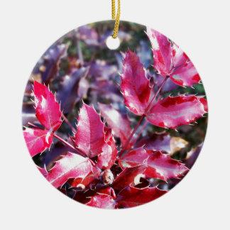 Chuva em folhetos ornamento de cerâmica redondo