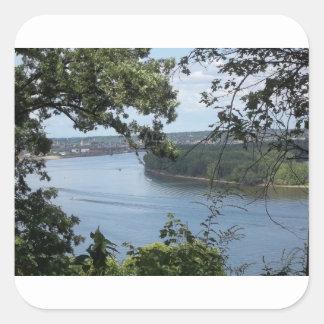 Cidade de Dubuque, Iowa no rio Mississípi Adesivo Quadrado