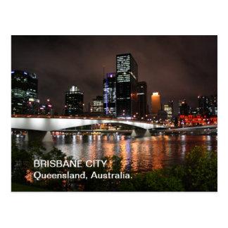 Cidade do rio de Brisbane no cartão da noite Cartão Postal