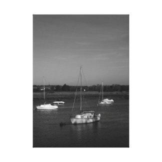 Cinco barcos preto e branco impressão em tela