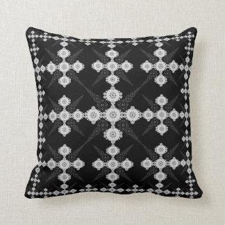 Círculo branco preto Lacey da colheita Travesseiros