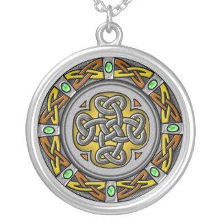 Círculo celta - aço e couro colar banhado a prata