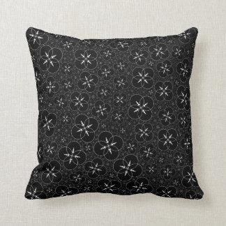 Círculo geométrico branco preto da colheita travesseiro de decoração