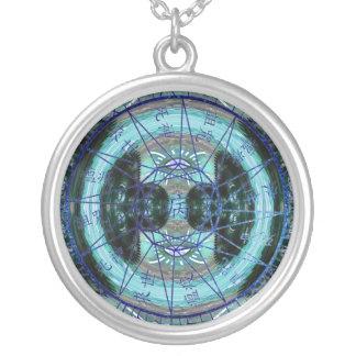 Círculo místico do tempo colar banhado a prata