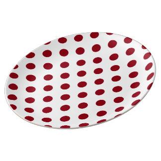 Círculos das bolinhas do vermelho carmesim pratos de porcelana