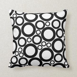 círculos pretos no branco travesseiros