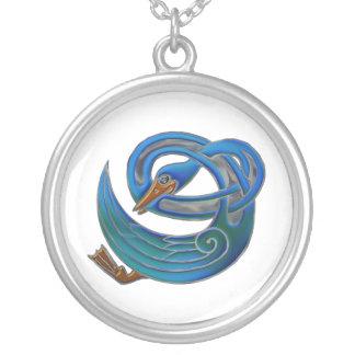 Cisne celta colar banhado a prata