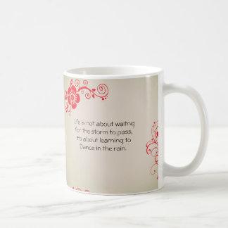 Citações florais artísticas da tipografia que caneca de café