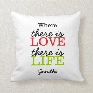 Citações inspiradas Gandhi: Vida do amor: Branco Travesseiro De Decoração