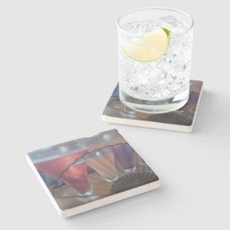 Cocktail e porta copos de pedra do fã