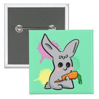 coelho bonito cinzento com botão da cenoura botons
