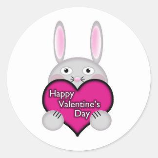 Coelho bonito com coração cor-de-rosa do dia dos adesivo