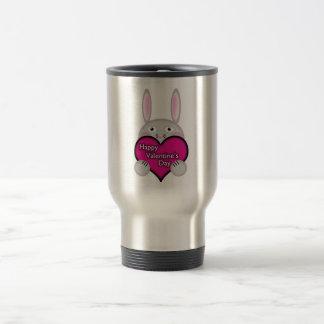 Coelho bonito com coração cor-de-rosa do dia dos caneca térmica