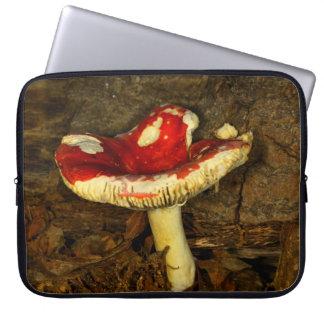 Cogumelo vermelho bolsas e capas de notebook