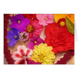 Colagem de flutuação do coração da flor cartão