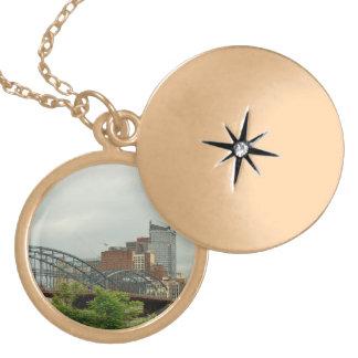 Colar Banhado A Ouro Cidade - PA de Pittsburg - a cidade grande de