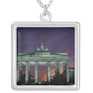 Colar Banhado A Prata Alemanha, Berlim. Porta de Brandemburgo na noite
