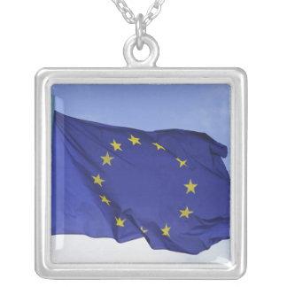 Colar Banhado A Prata Bandeira européia RF)