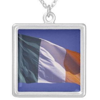 Colar Banhado A Prata Bandeira irlandesa