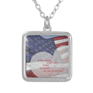 Colar Banhado A Prata Bandeira patriótica do coração, apreciação militar