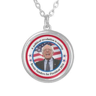 Colar Banhado A Prata Bernie para o presidente