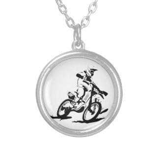 Colar Banhado A Prata Bicicleta e cavaleiro simples de Motorcross