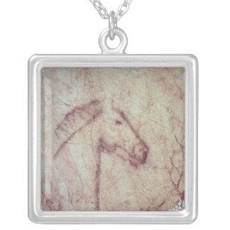 Colar Banhado A Prata Cabeça de um cavalo, do Cueva de la Pena