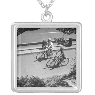 Colar Banhado A Prata Ciclismo do homem e do menino