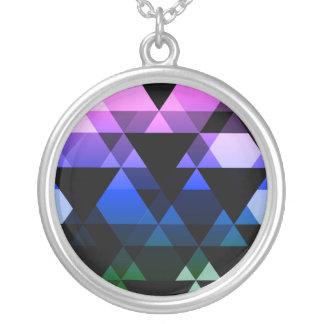 Colar Banhado A Prata Design roxo, verde & azul do triângulo
