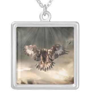 Colar Banhado A Prata Eagle dourado