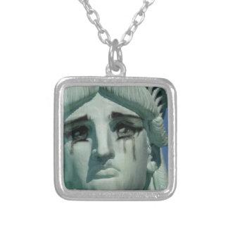Colar Banhado A Prata Estátua da liberdade de grito