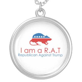 Colar Banhado A Prata Eu sou um R.A.T: Republicano contra o trunfo
