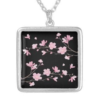 Colar Banhado A Prata Flor de cerejeira - preto