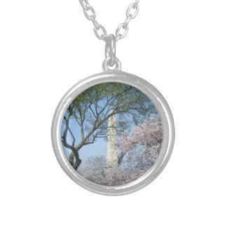 Colar Banhado A Prata Flores de cerejeira e o monumento de Washington na
